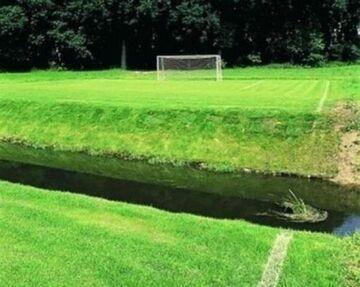 Rów wodny na stadionie