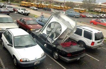 Wentylator miażdży samochód