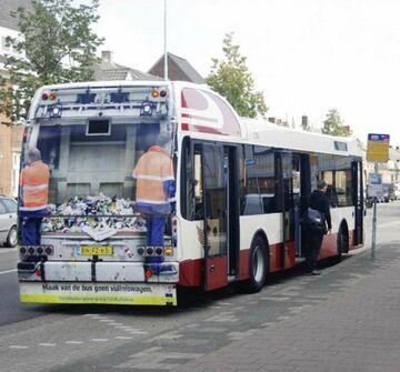 Autobus, a może śmieciarka?