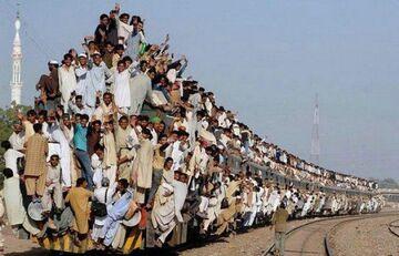 Pociąg pełen ludzi