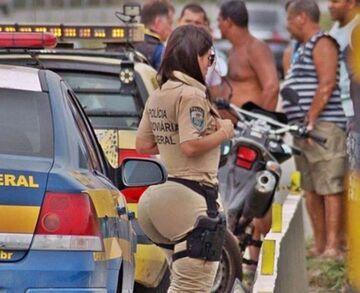 Policjantka z wielkim tyłkiem