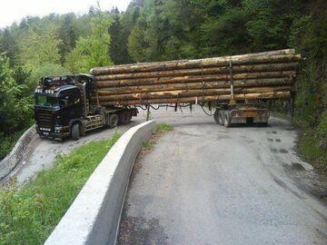 Imponujące umiejętności jazdy ciężarówką