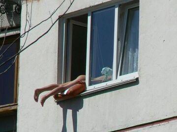 Opalanie przez okno