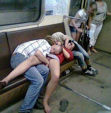 Powrót do domu z imprezy metrem