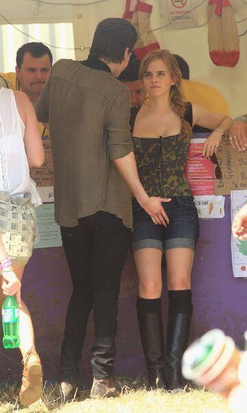 George Craig łapie za krocze Emma Watson