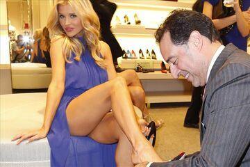Joanna Krupa przymierza buty
