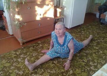 Babcia zrobiła szpagat