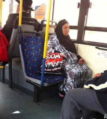 Muzułmanka z reklamówką...
