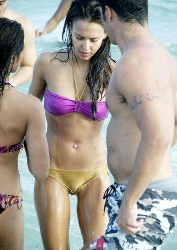 Prześwitujące bikini