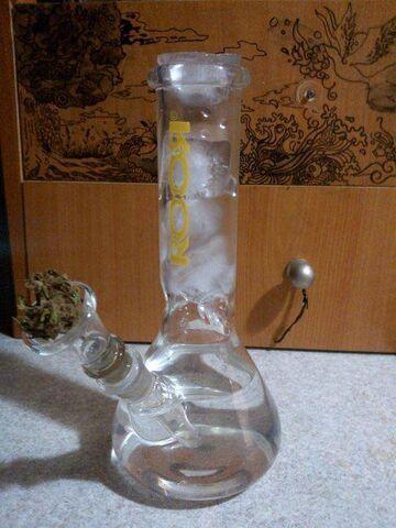 Szklana fajka wodna z lodem - Bongos
