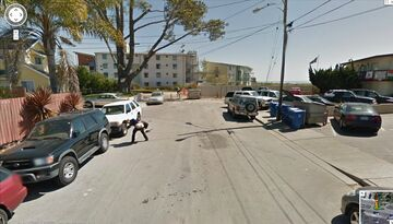 Pokazuje goły tyłek - Google StreetView