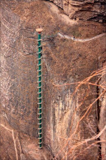 Bardzo długie kręcone schody