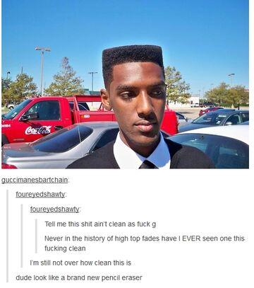 Człowiek o niecodziennej fryzurze