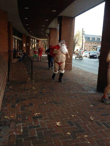 Mikołaj na golasa