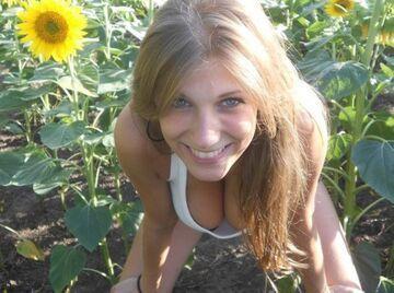 Dziewczyna w słonecznikach