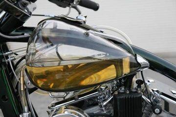 Przezroczysty bak na benzynę