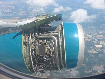 Lecisz sobie samolotem, patrzysz przez okno i widzisz...