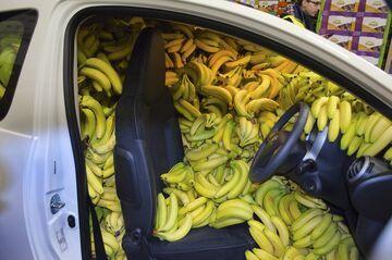 Samochód z bananami