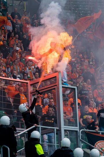 Ochroniarz podpalił kibica na meczu Śląska!