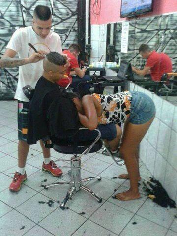 Dwuznaczna sytuacja u fryzjera