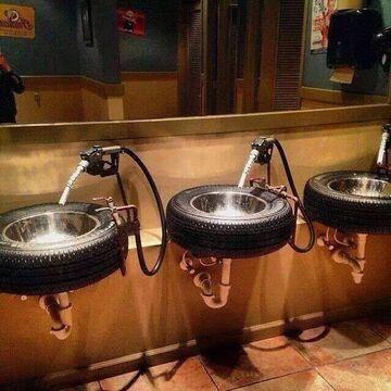 Umywalki na stacji benzynowej