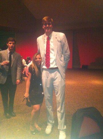 Dlaczego kobiety wolą wysokich mężczyzn? Przypatrz się!