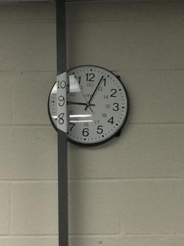 Zasłonięty zegar? To nie żaden problem