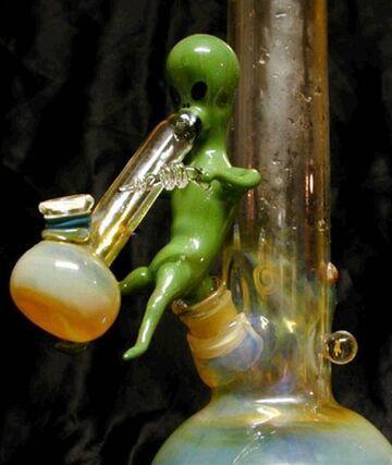 Alien bong
