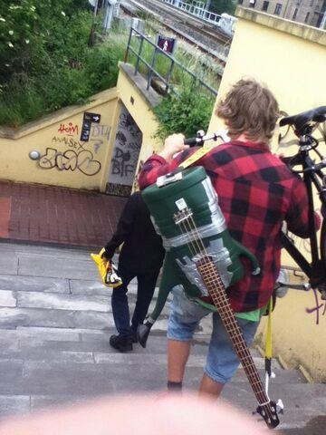 Gitara z konewki