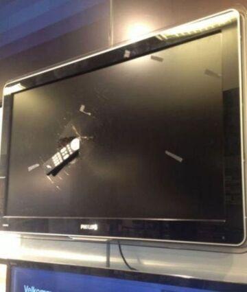 Tymczasem w sklepie z telewizorami...