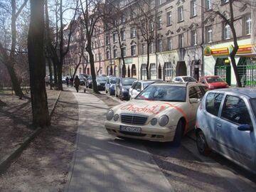 Nie parkuj na chodniku!