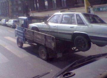 Wiózł auto Żukiem