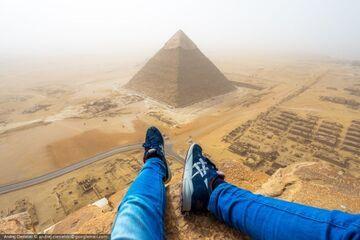 18-latek złamał zakaz i wspiął się na piramidę Cheopsa w Egipcie