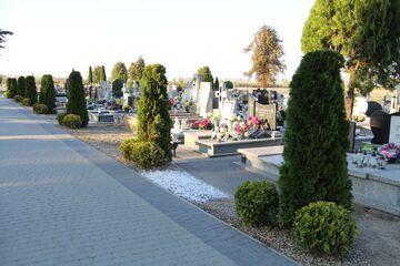 Tymczasem na cmentarzu w Woźniakowie