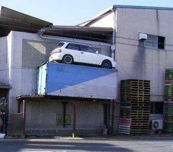 auto na kontenerze