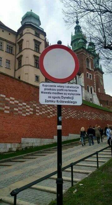 Kupczenie wiarą i akwizycja przekazu partii na terenie Wawelu