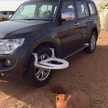 Kibel turystyczny mocowany na kole samochodu