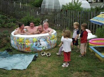 Małe dzieci bawią duże...