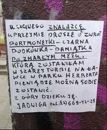 Warszawa: Starsza pani szuka portmonetki. To pamiątka po zmarłym mężu