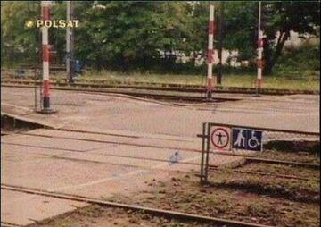 Zakaz stawania na torach.