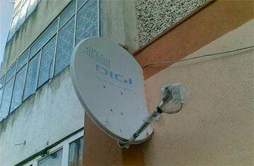 Antena satelitarna w ścianie
