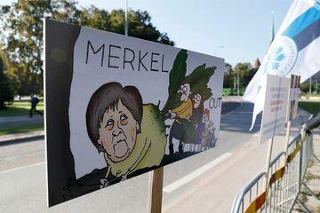 "Estonia: ""MERKEL OUT"""