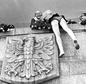 Władysław Gomułka na trybunie honorowej na placu Defilad w Warszawie