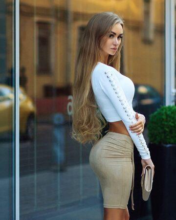 Kształtna blondynka