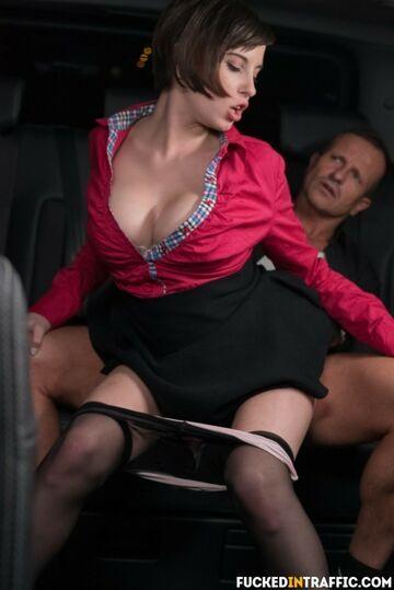 Auto - na tylnim siedzeniu taksówki 17