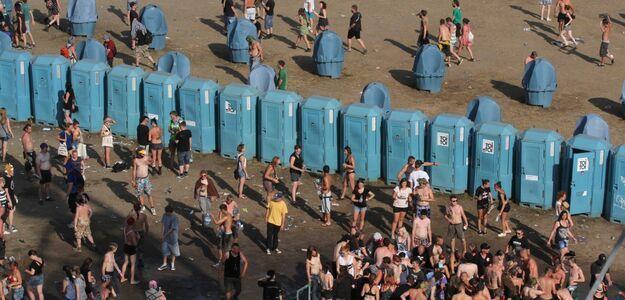 Zaakceptowali regulamin darmowego Wi-Fi, zgodzili się na 1000 godzin mycia toalet
