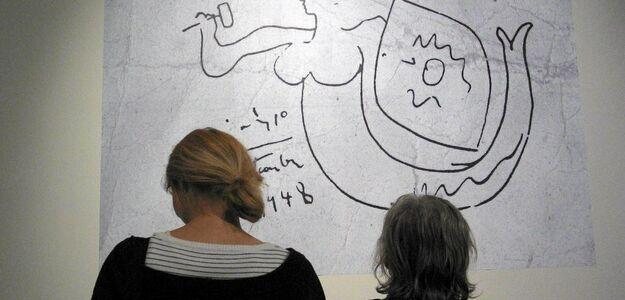 Warszawa. Syrenka Picassa wróciła na swoje miejsce. Artysta namalował ją na ścianie podczas wizyty w Polsce