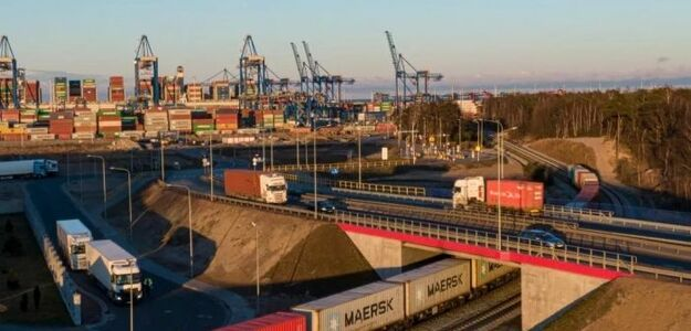 Port Gdańsk największym portem kontenerowym na Bałtyku.