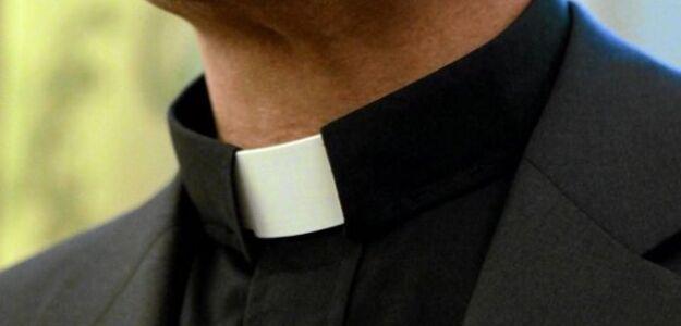60 proc. polskich księży utrzymuje kontakty z kobietami, do 15 proc. ma dzieci.