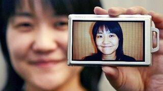 Aparat fotografuje tylko uśmiechniętych